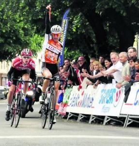 Saint-Girons (ici avec la victoire de Léo Vincent l'an dernier lors de la 4e étape) reste l'arrivée historique de la Ronde de l'isard./ Photo DDM. F.R